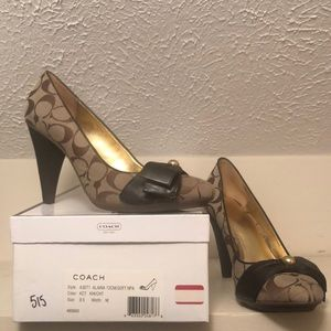 Coach alaina heels, signature with leather heel.